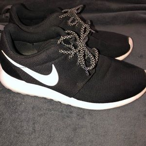 Roshes Nike shoes